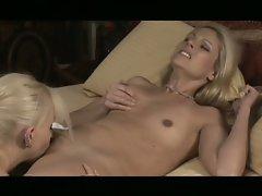 Blonde brea bennet eats mature blonde samantha ryan's pussy