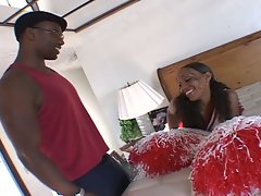 Ebony cheerleader babe humps this big man