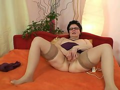 Horny granny loves to insert huge thinhs in her cunt