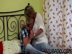 YOUNG BOY FUCKS MATURE LADY IN BEDROOM !!