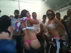 mexicanas bailando reggeton desnudas