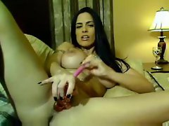 Damn fine solo babe on webcam masturbates