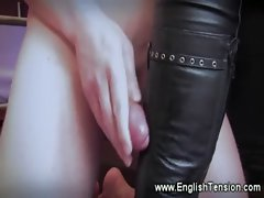 Domina enjoys have her feet worshipped