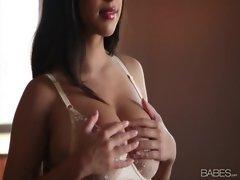 attractive Layla Rose Masturbating