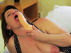 Kinky cheating wife getting her vagina lactating
