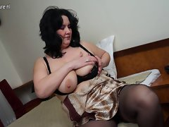 Buxom slutty mom masturbate alone