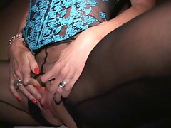 Big clit puma cums with clips on her vulva lips