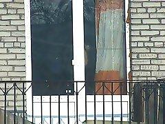 vecina en ventana