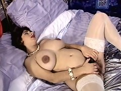 Hairy pregnant Mary fucks on the bed