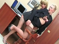Two lesbian babes lick some nice hot pussy babe
