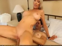 Gorgeous MILF Emma Starr loves hitting her g spot and squealing