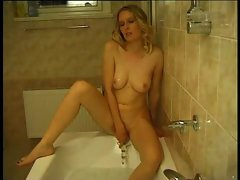 Blonde doing her cunt with crystal dildo