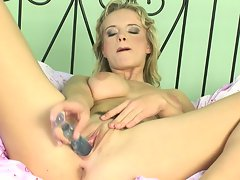 Peach loves to take toys and make herself cum by putting them in her pussy