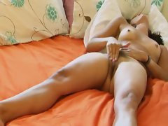 Slim Teen Rubs Out An Intense Orgasm !