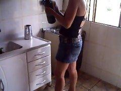Minha esposa trabalhando vestida bem putinha