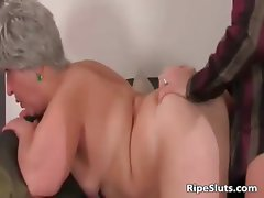 Busty chubby mature slut gets wet meaty