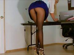 Office lass pantyhose upskirt