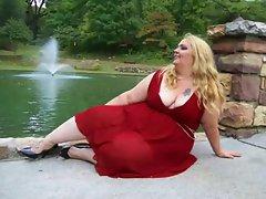 BBW Anastasia Lady in Red