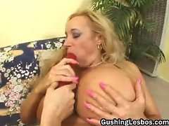 Mature lesbo slut gets fucked with dildo part2