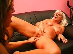 Wanna lick my mom