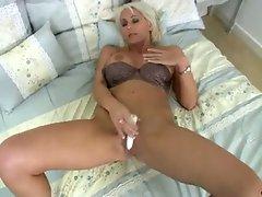 Granny blonde jan burton plays with cunt