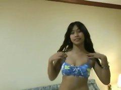 Pattaya Thai sluts gives a great BJ