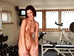 Super slim babe stripping in the gym