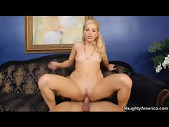 Elegant blonde hottie getting her perfectly trimmed pussy boned