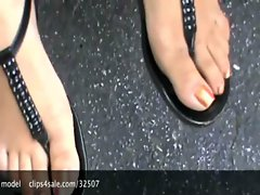Indian Girl Foot job in the car xvids