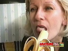 Aged lezzies eating banana and make foot worship