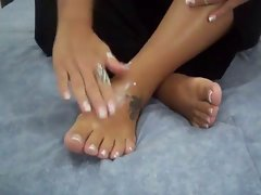 Latina Feet In Lotion Activity
