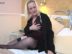 Sensual English mum gets her snatch all dripping