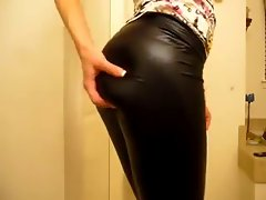 Filthy blond wetlook leggings