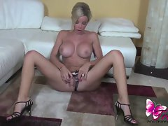 Ana Mancini's pinkish toes