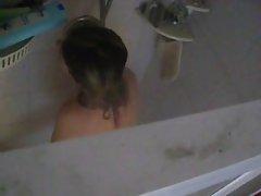 Con un vibradore en la ducha