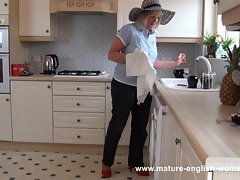 Attractive mature English Glenda