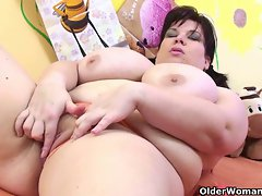 Experienced Thick plays with her big melons and obese twat