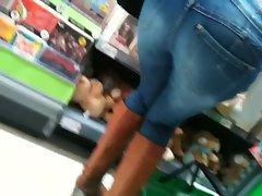 thongslip - mummy in supermarket