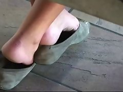 Candid sizzling teen shoeplay