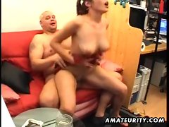 18 years old amateur fuck partner licks and screws older lad with facial