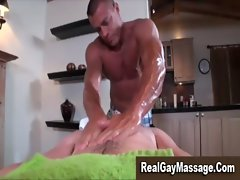 Muscley gay amateur masseuse