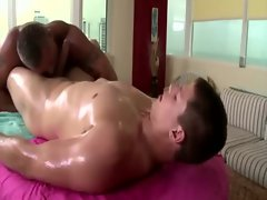 Gay masseur sucks and gets assfucked by straight guy