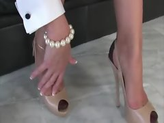 Shoe fetish mature blonde Lady Sonia