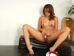 brunette making solo dildoing show