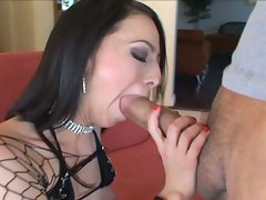 Sultry brunette Veronica Jett seals her man's schlong with her sizzling mouth