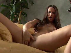 Claudia Rossi gives herself some serious hand pleasure on the sofa