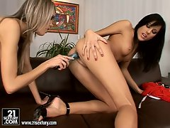 Anita Pearl gets a good orgasm from a Hot Friend