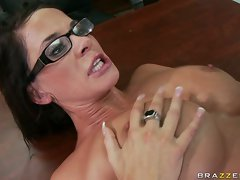 Porn babe Savannah loves getting slutty and cummed in her mouth