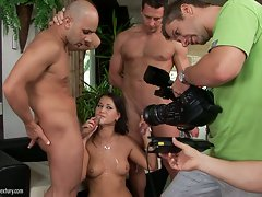 Horny Linda Ray gangs up on giant cock and gets the creampie