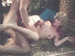 Classic porn with blonde Amber Lynn getting drilled in living room